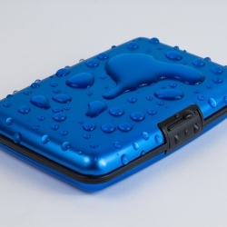 Product photography wolf wallet water splash